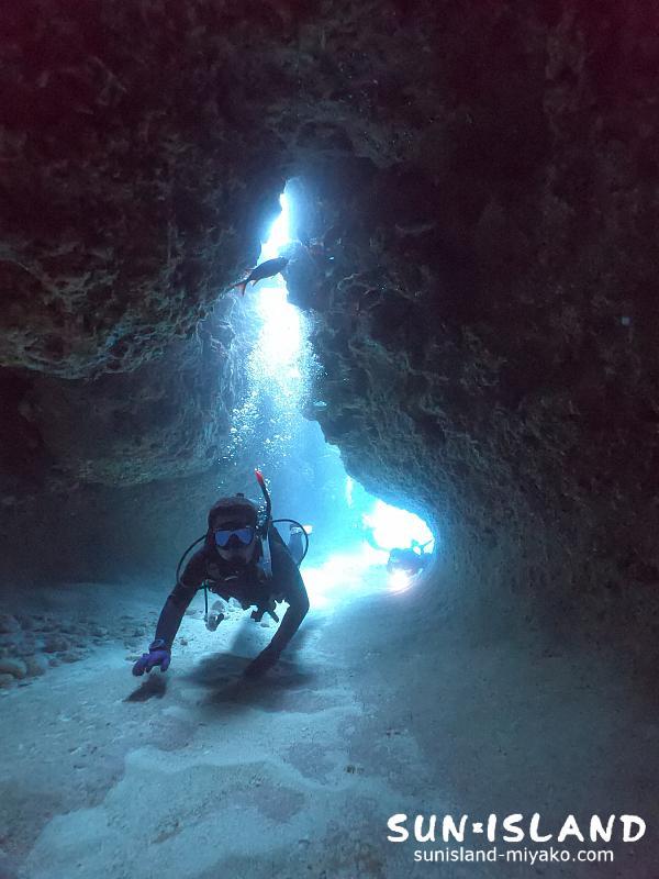 下地島ダイビングスポット『ムーンライトホール』