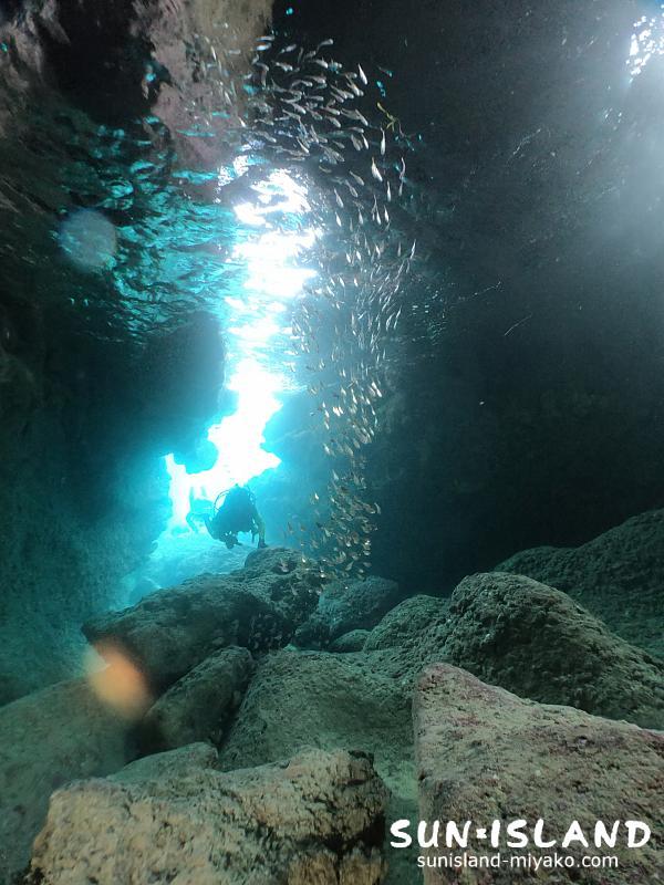 伊良部島ダイビングスポット『ツインホール』
