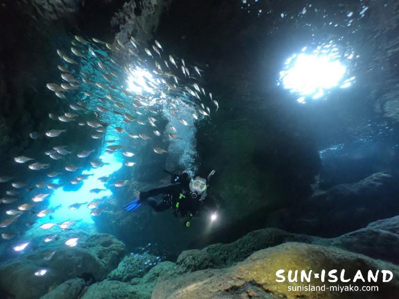 宮古島ダイビングスポット『青の洞窟』