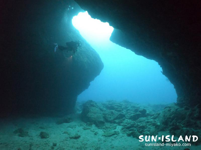 下地島ダイビングスポット『中の島ホール』