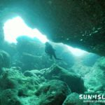 伊良部島ダイビングスポット「クロスホール」の穴の開口部