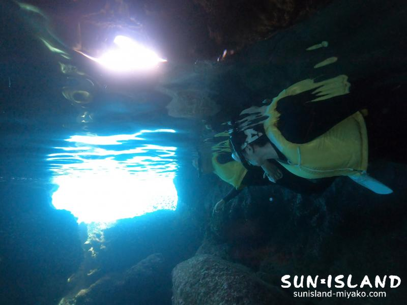 ツインホール 青の洞窟