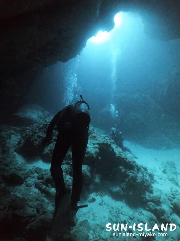 伊良部島ダイビングスポット「クロスホール」