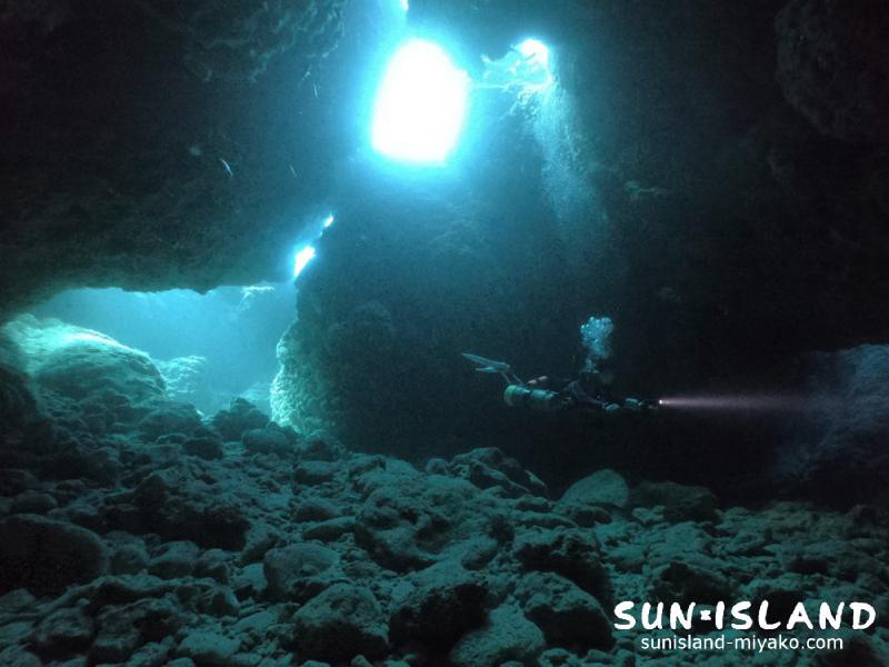 下地島ダイビングスポット「魔王の宮殿」