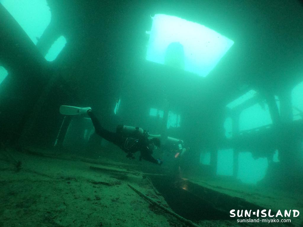 沈船ダイビング