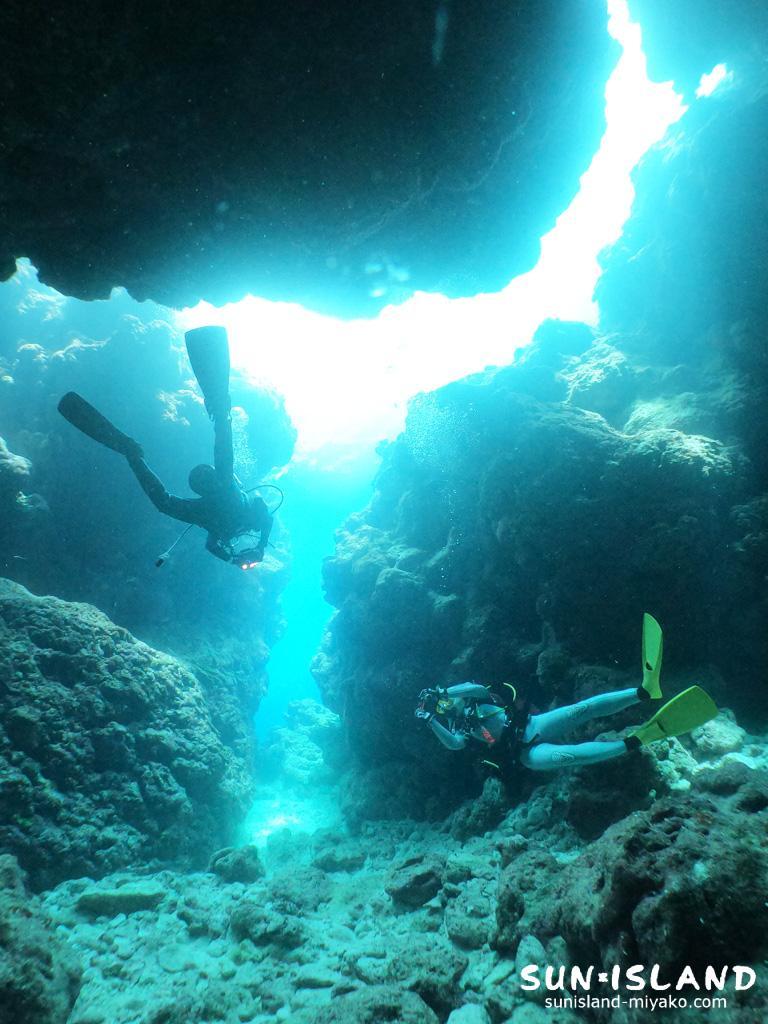 クレパス探検を楽しむダイビング